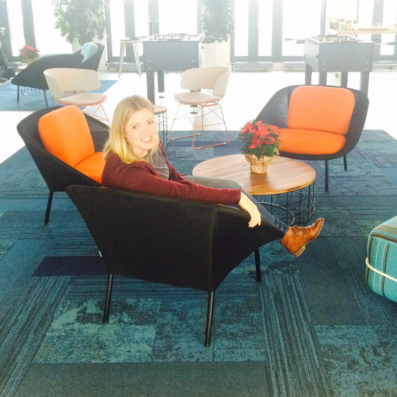 Annika Bader im Büro von Facebook  Deutschland