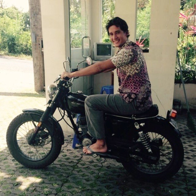 Nino auf seinem Motorrad