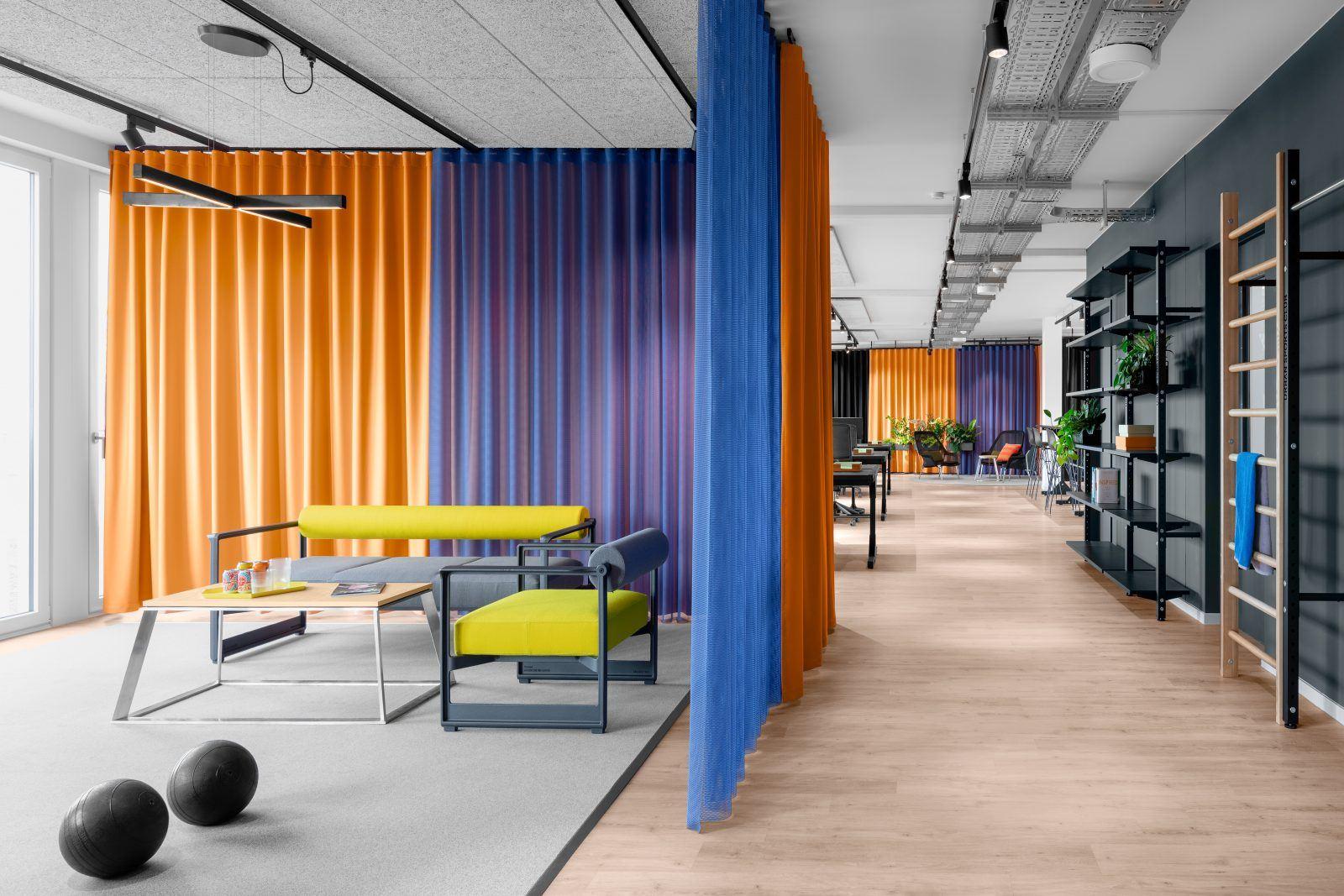 Meetingbereich im Großraumbüro