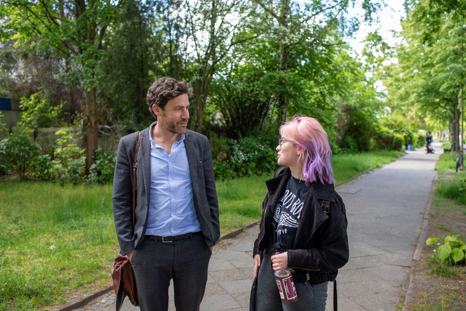Philip Elsen mit einer Schülerin