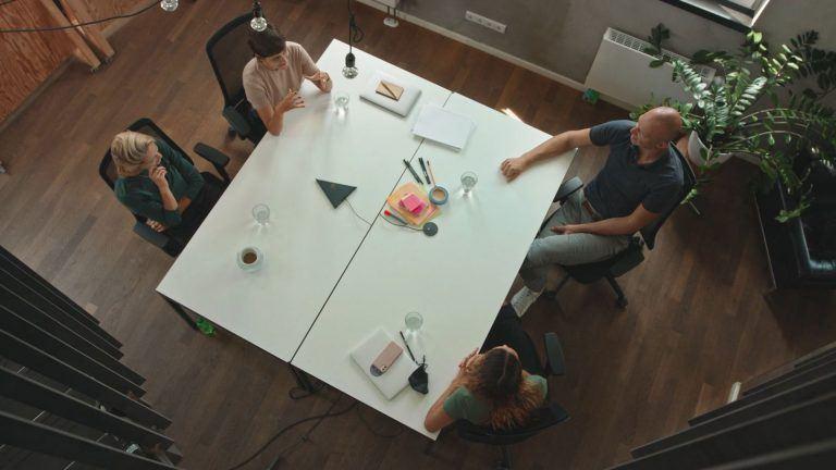 """""""Wir entscheiden kompetenzbasiert"""" – Summer&Co über Arbeiten ohne klassische Hierarchien"""